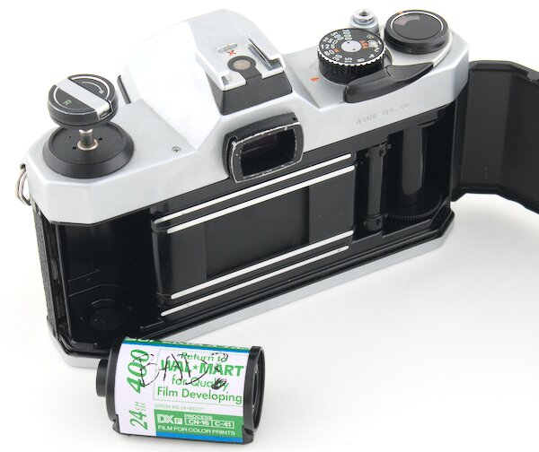 Remove Pentax K1000 35mm Film Canister