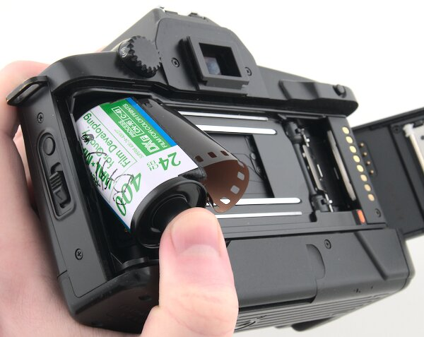Canon EOS 650 Load 35mm Film Canister